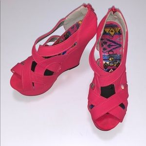 Deb strappy pink wedges size 7.5